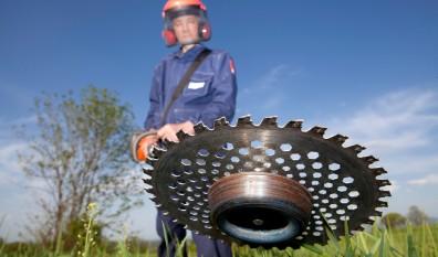 Brølstærke maskiner rydder haven, og giver dig overblikket tilbage
