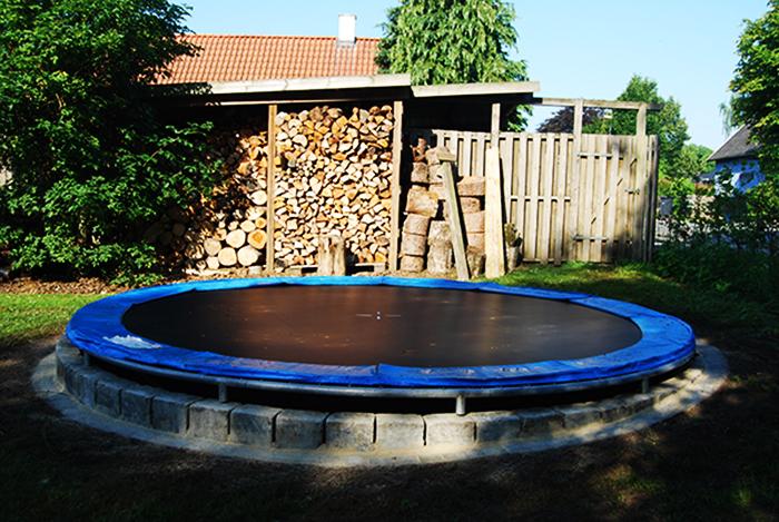 Nedgravning af trampolin